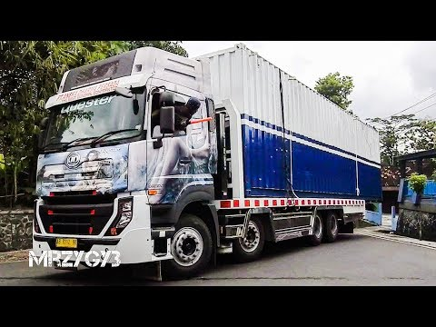 Quester Self Loader Truck Moving Mobile Container Office To The Plant