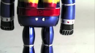 http://www.toy-garage.jp/products/detail.php?product_id=491 ブリキ玩具の黄金時代、昭和30年代の製作方法を忠実に再現!歩くブリキの鉄人28号。