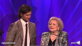 Alex Pettyfer, Betty White, and Cloris Leachman Come Out for Equality at the #glaadawards