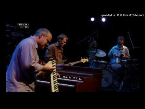 Medeski Martin & Wood ft. DJ Logic - Crosstown Traffic (Jimi Hendrix Cover Live)