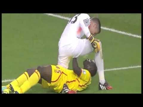Balotelli fight with West Ham Goalkeeper Adrain (Balotelli combat avec West Ham Gardien Adrain)