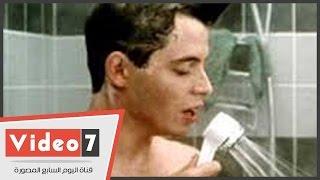 بالفيديو ..« بتغنى فى الحمام ؟ » .. ومواطنون :« وبفكر أعتزل »