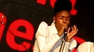 Janelle Monae - Smile (live in Moscow, Picnic Afishi)