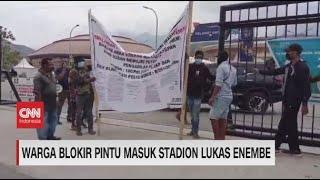 Warga Blokir Pintu Masuk Stadion Lukas Enembe