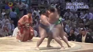 大相撲名古屋場所は2日目、大関・稀勢の里は新関脇の魁聖を力強い相撲...