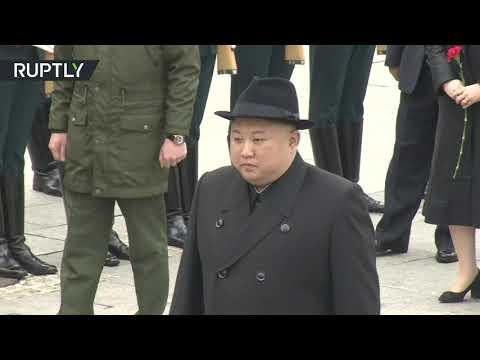 زعيم كوريا الشمالية يحني رأسه أمام أشهر الغواصات السوفياتية  - نشر قبل 2 ساعة