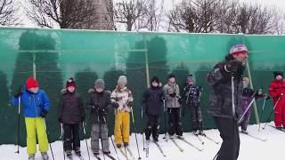 Урок физкультуры на лыжах или