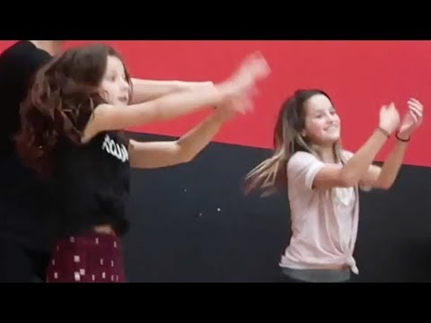 Annie Leblanc Dancing to Wii Music *TRY NOT TO LAUGH*