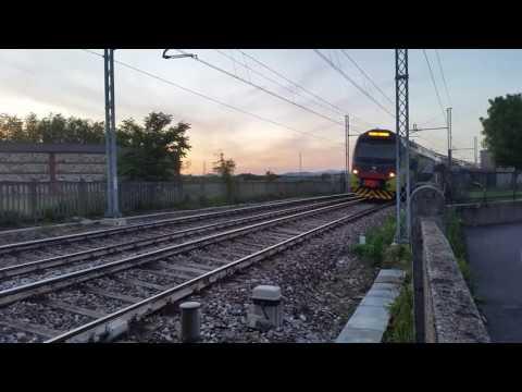 Passaggio Di Un Treno Trenord Diretto A Milano Cadorna