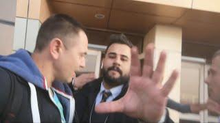 Обделенный женским вниманием работник таможни показывал свою значимость в аэропорту Шарм Эль Шейх