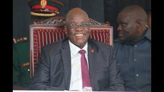 Mcheki Jamaa Aliyemuiga Rais Magufuli Mkutano wa Yanga, Utavunjika Mbavu!