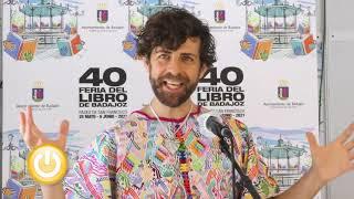"""Entrevista a Santi Senso en la Feria del Libro de Badajoz  por su libro '""""Parir, volver al vientre"""""""