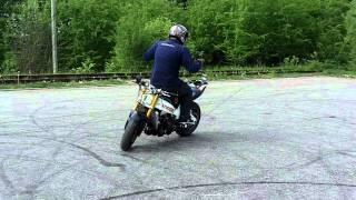 Motociklai Britvos Triukai su Stunt Riding Virginijus Žukauskas Motociklumokykla.lt