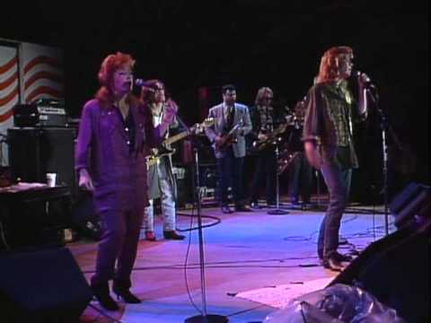 Daryl Hall with Billy Joel and Bonnie Raitt - Everytime You Go Away (Live at Farm Aid 1985)