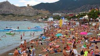 Город Судак. Высокий сезон в Крыму. Лето 2016.(Город Судак 22 июля 2016 года. Видео-прогулка вдоль побережья и пляжей в так называемый