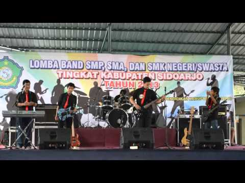 Beraksi - Non Toxic Band cover Live HD