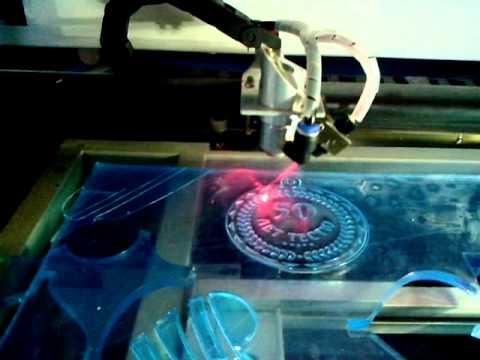 Изготовление медали из акрила 7 мм на лазерном гравёре