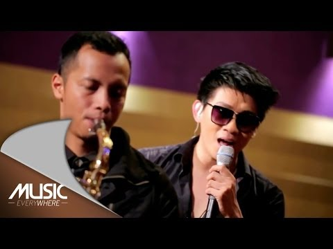 Seventeen-Tak Tepat Waktu Feat Emil-Music (Live at Music Everywhere) *