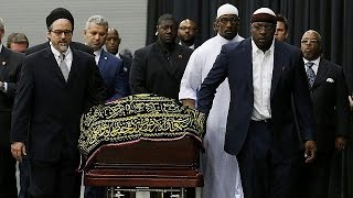 Traditional Muslim funeral service honours Muhammad Ali