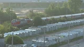 Электровоз эп2к тянет поезд Лев Толстой пл.Мурино снято с 9 этажа