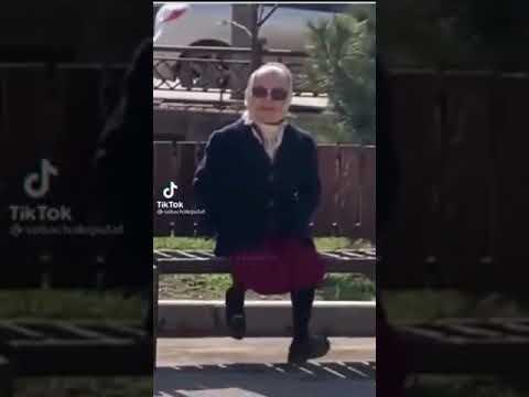Бабушка машет ножками под трек Жанулька - кис кис кис кис