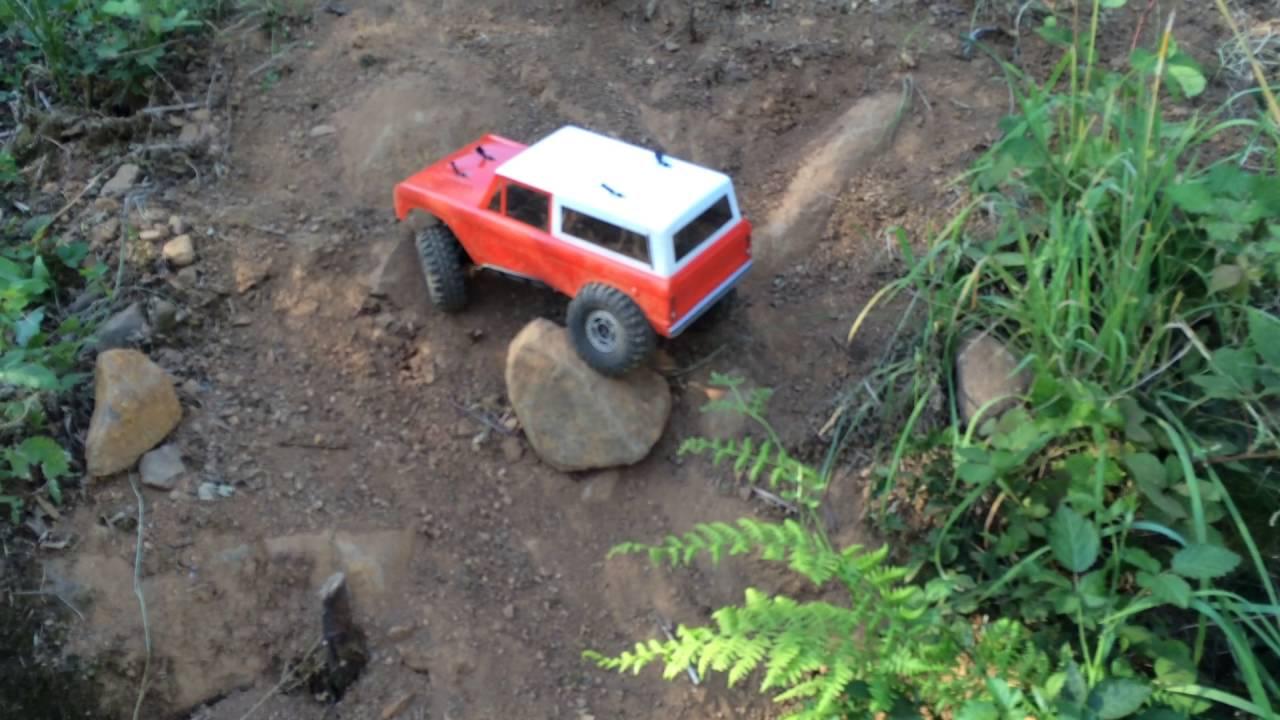 Slick hillclimb in the toyzuki SCX10