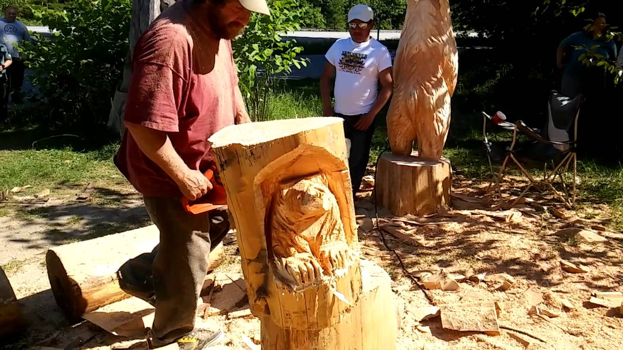 Earl the chainsaw carver in dogwood valley hope bc video