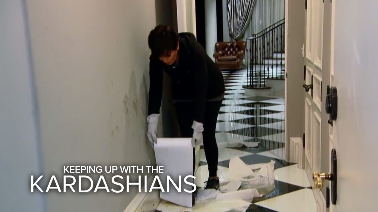 KUWTK | Kris Jenner Blows Up on Kim Kardashian | E! - YouTube