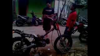 Repeat youtube video MODIF MOTOCROSS