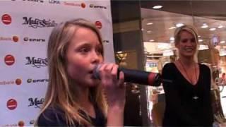 Zara Larsson sjunger för Laila Bagge