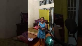 """""""Bông Bí Sầu""""Cô bé 14 tuổi giọng hát ngọt ngào"""