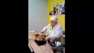 Приготовление гуся с гречкой и черносливом