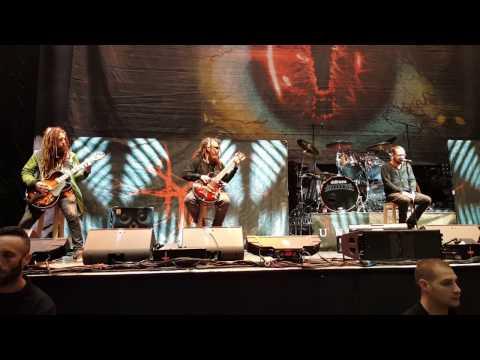 KoRn - Alone I Break - live in Barcelona 2017