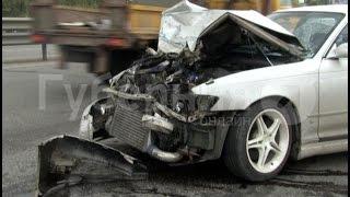 Водитель маршрутного такси в Хабаровске протаранил две дорогостоящие иномарки. MestoproTV