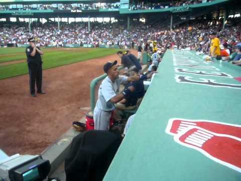 franklin gutierrez signing autographs.