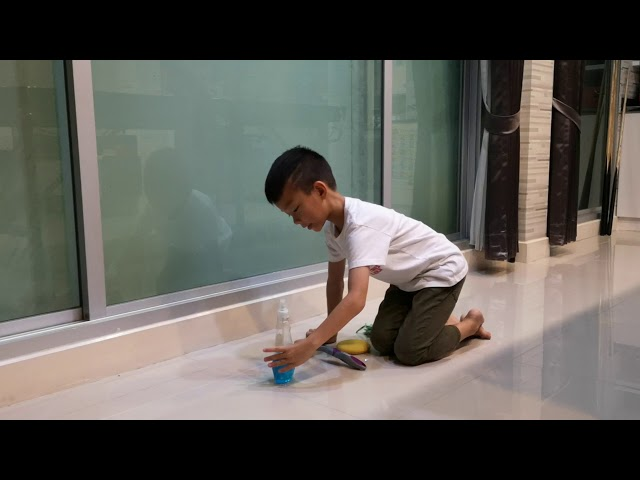 Tonboon ep.18 Cleaning Windows / Squeegee / Spray /Dry off