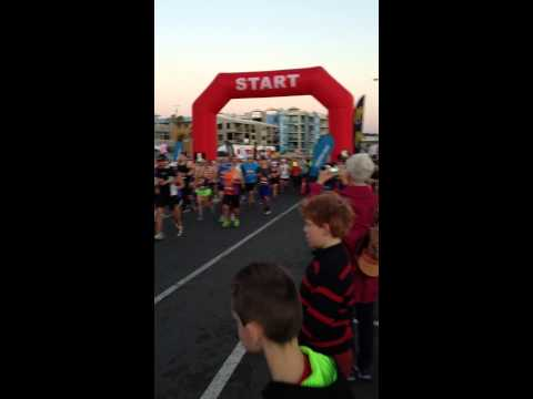 Max and Alan start the Sunshine Coast Marathon