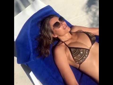 Elizabeth Hurley bikini thumbnail