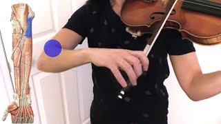 Banyak yang sakit siku karena kegiatan sehari-hari. Video ini mengenai cara dengan gerakan sederhana.
