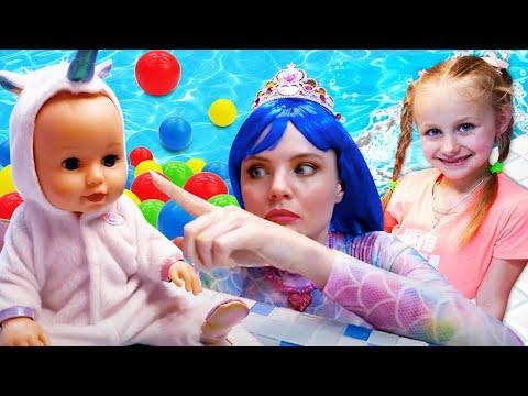 Видео с игрушками для детей. Русалочка играет с Беби Бон - Игры в бассейне!