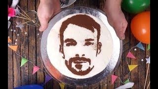 Как нарисовать портрет именинника на торте? Поможет простой трюк!