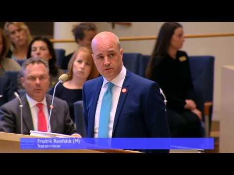 Statsminister Reinfeldt skämtar i partiledardebatt - och tappar tråden: SVT Forum