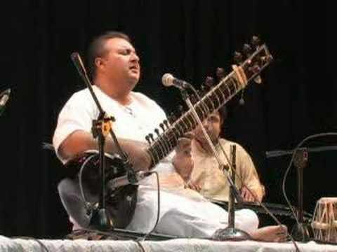 Ustad Shujaat Khan Sings Lajo Lajo
