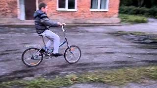 Обучение слепых людей езде на велосипеде