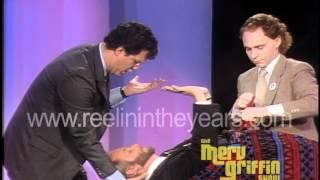 Penn & Teller levitate Martin Mull (Merv Griffin Show 1984)