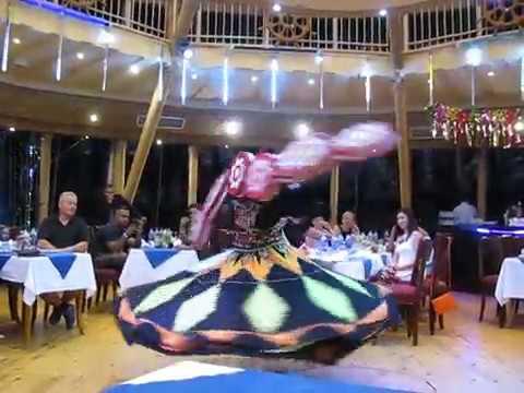 Египет.  Танец с юбками - танец дервишей. Танура