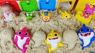 Baby doll car and Baby Shark family sand play toys pororo, tayo play 아기인형과 핑크퐁 아기상어 모래놀이 장난감 - 토이몽