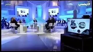 شهم تونسي يبهدل أحد المغنيين الشواذ. فيديو يستحق المشاهدة