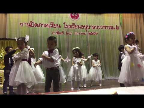 ณิชาเต้นเรียงความเรื่องแม่ อนุบาล 1/2558 โรงเรียนอนุบาลบวรพรรณ