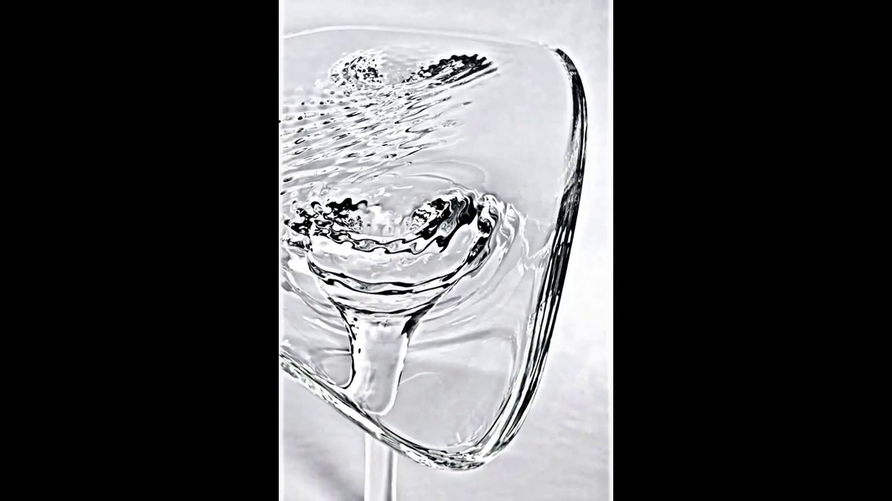 Schön Außergewöhnliches Tisch Design Von Zaha Hadid    Möbel In Eis Optik